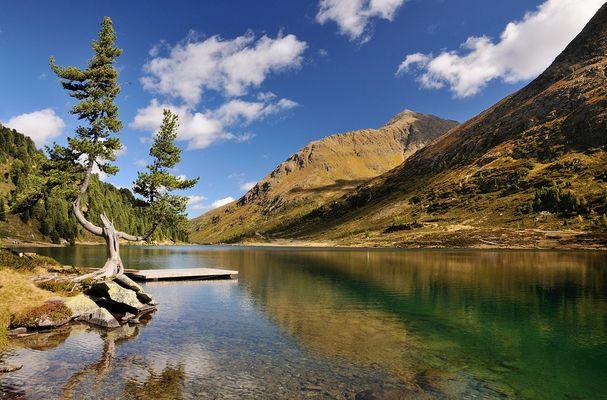 Herbstfarben haben die Wiesen am Obersee angenommen. Der Obersee...