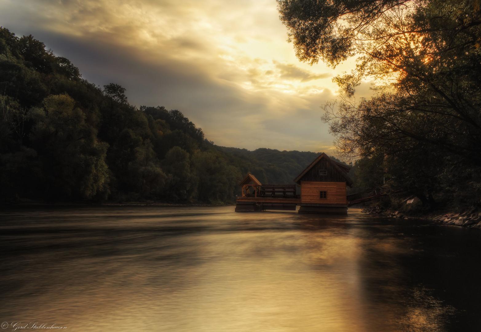 Herbstliche Abendstimmung in Mureck bei der Murmühle
