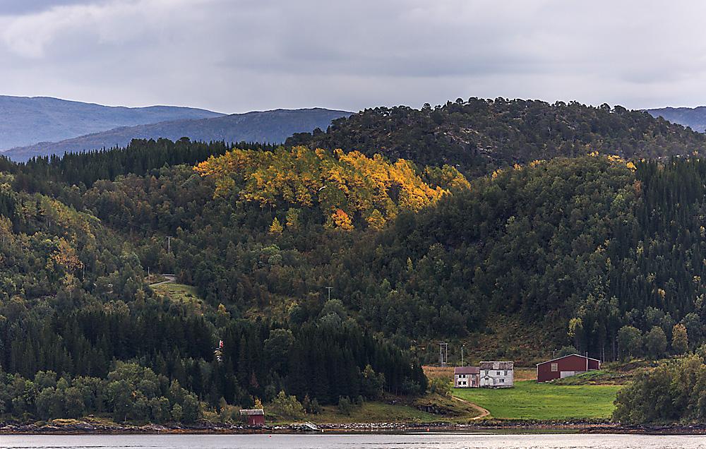 herbstliche Landschaft im nördlichen Norwegen..