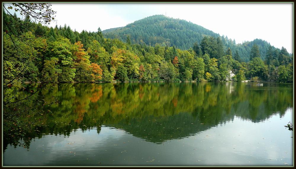 Herbstlicher Blick auf den Bergsee in Bad Säckingen
