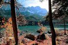 Herbstlicher Eibsee und Zugspitze