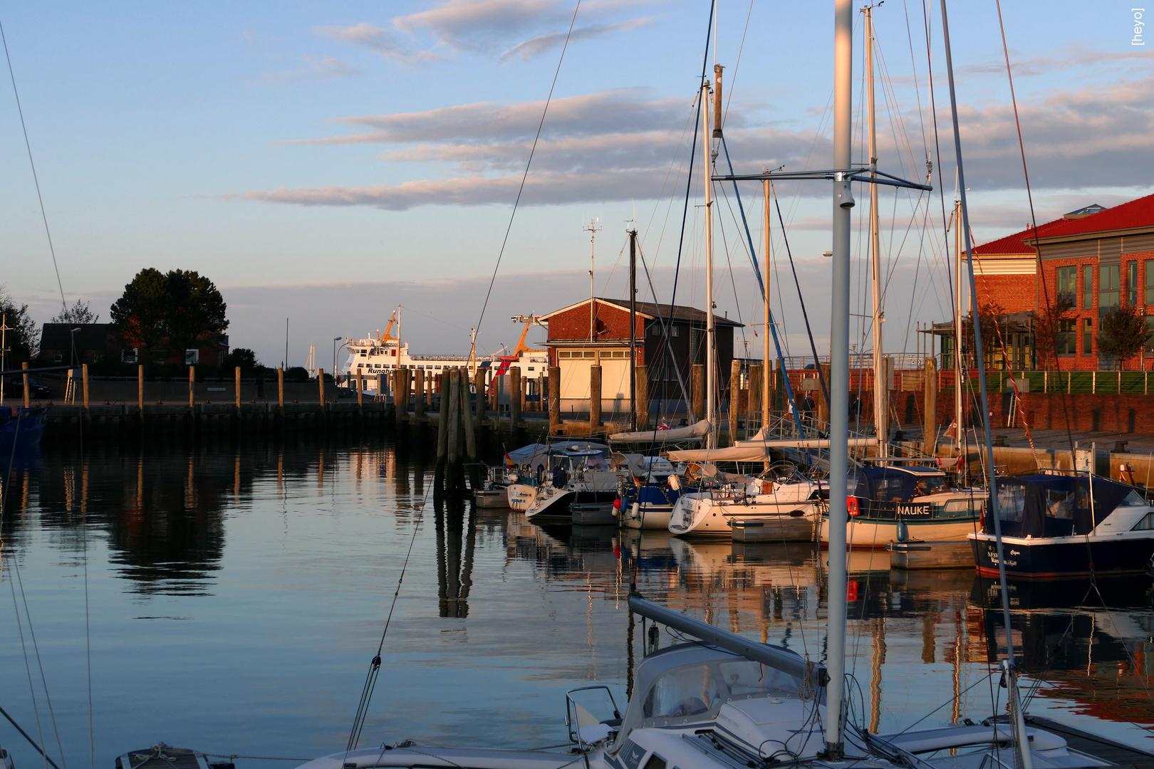 Herbstlicher Hafen