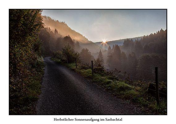 Herbstlicher Sonnenaufgang im Sasbachtal