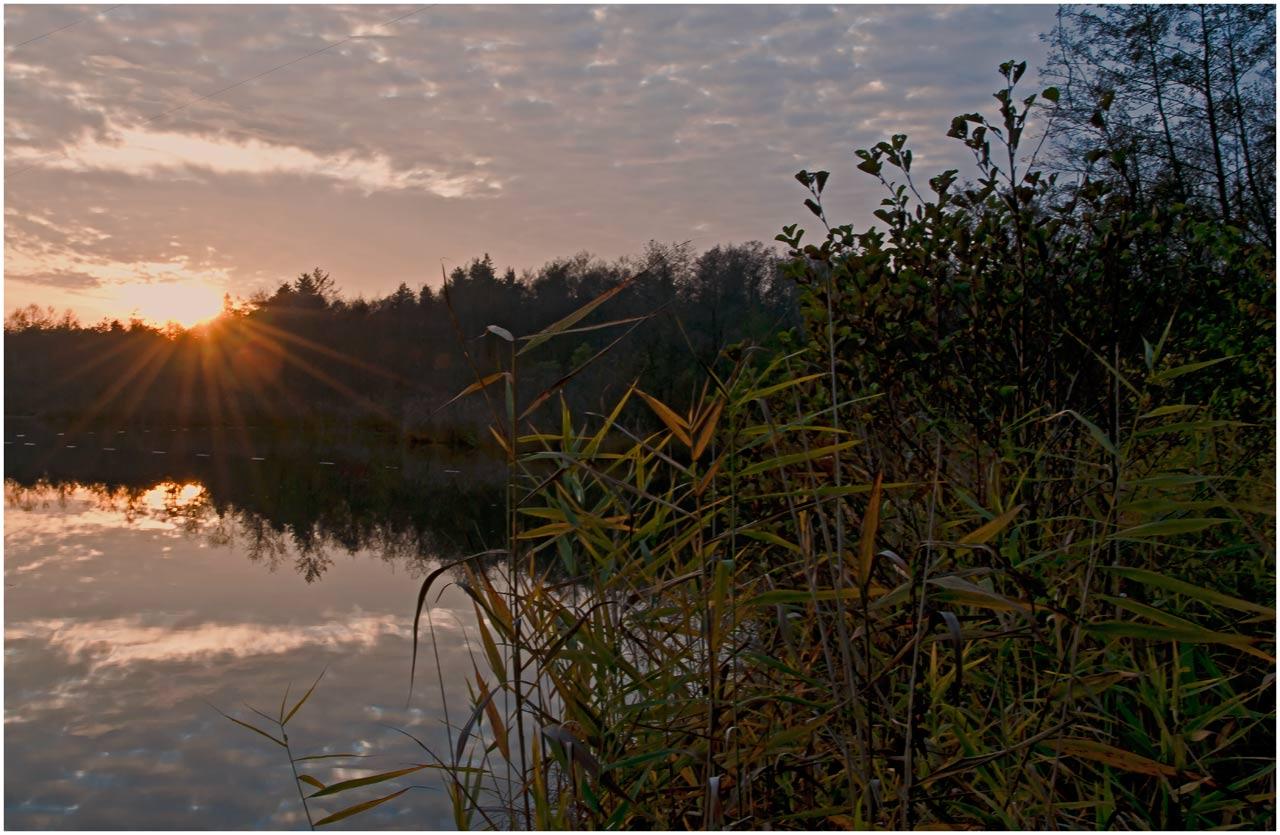Herbstlicher Sonnenuntergang in Holzöster