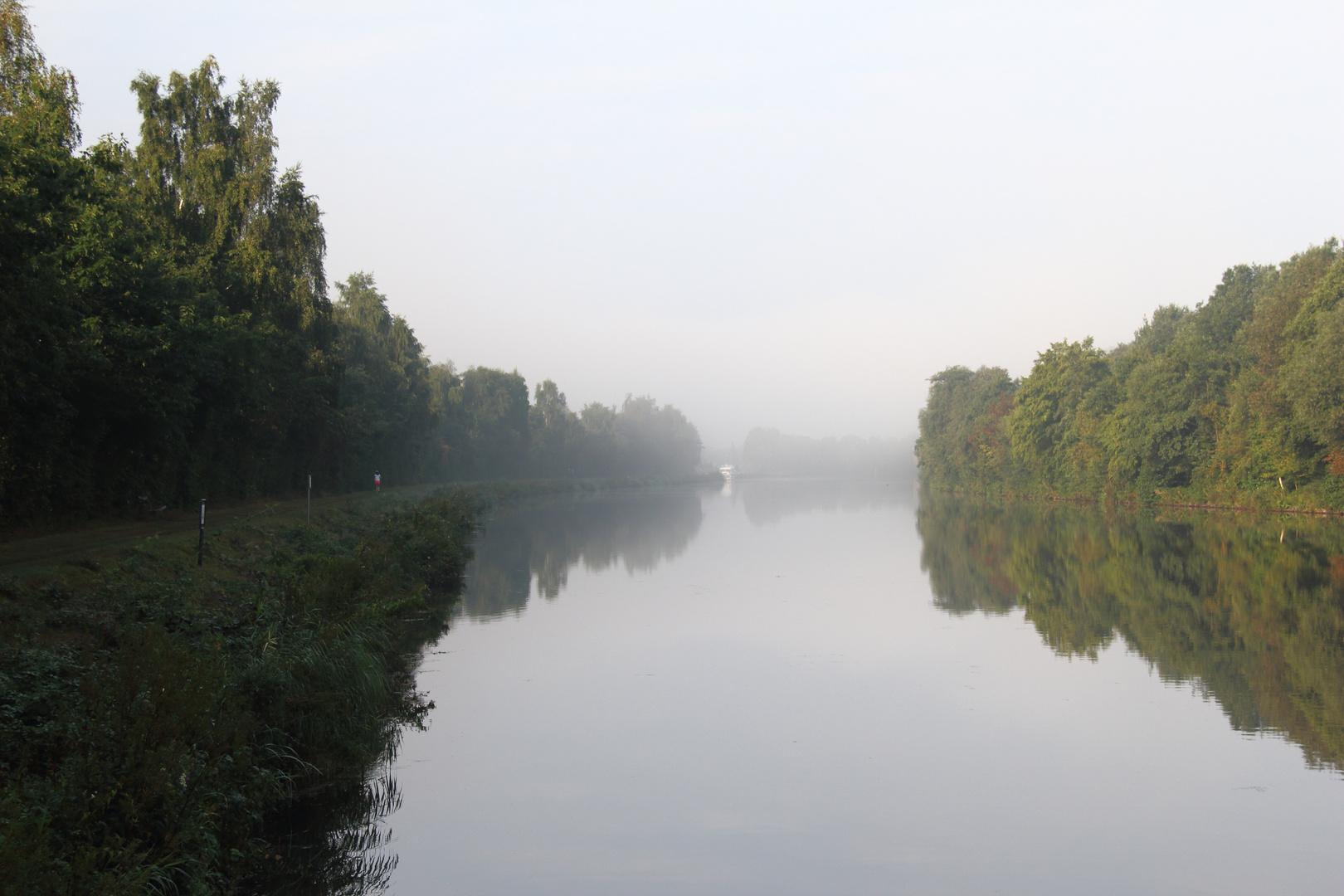 Herbstmorgen am Kanal