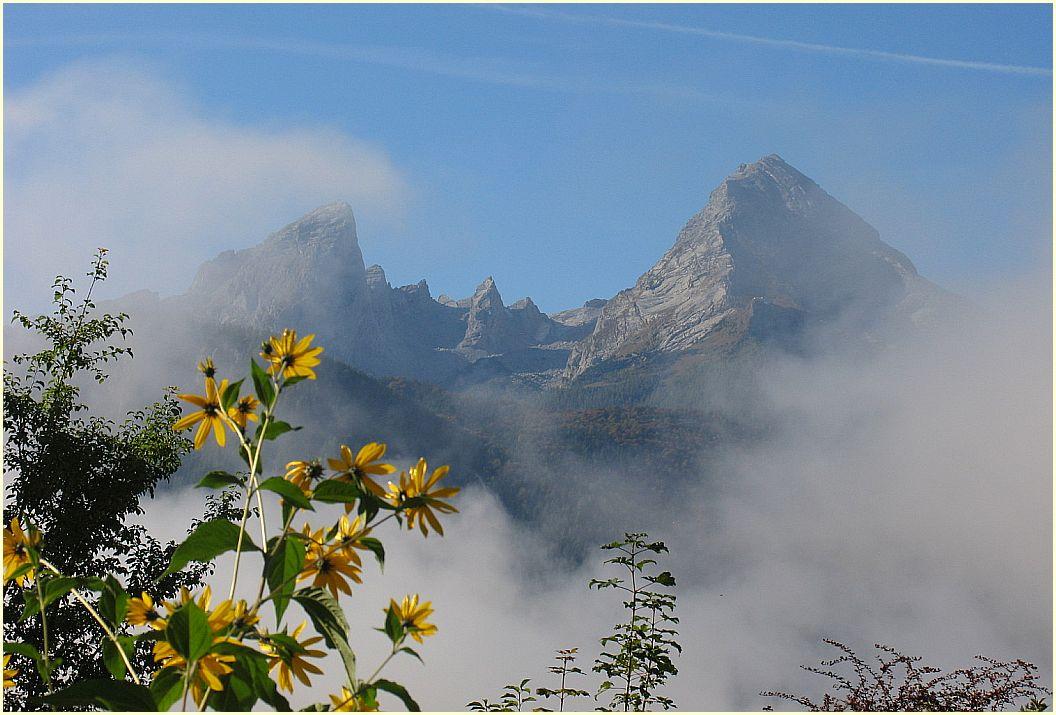 Herbstnebel am Morgen umhüllt die Watzmann-Familie