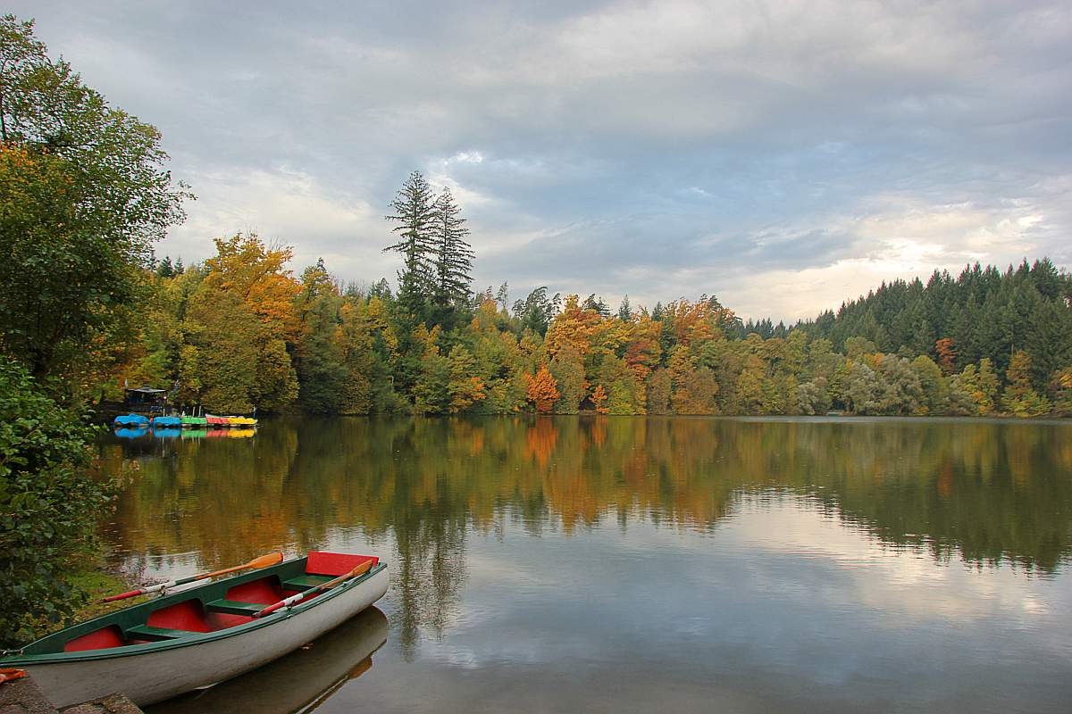 Herbststimmung am Bergsee