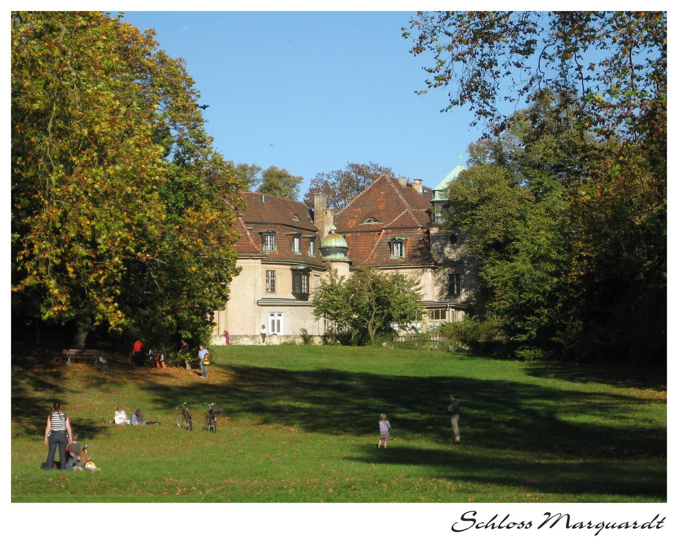Herbsttag im Schlosspark Marquardt