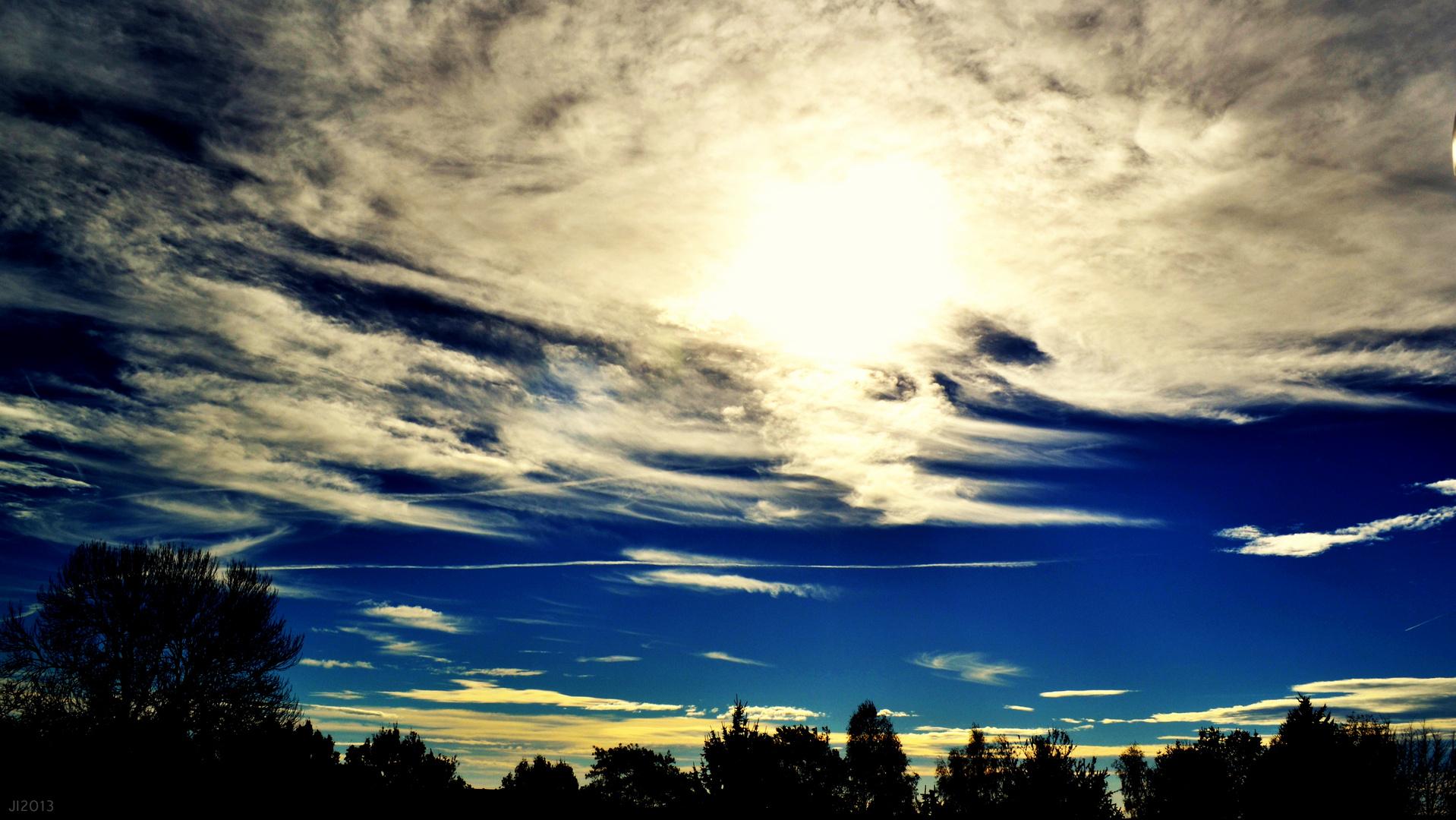 Herbstwolkenband über Senftenberg