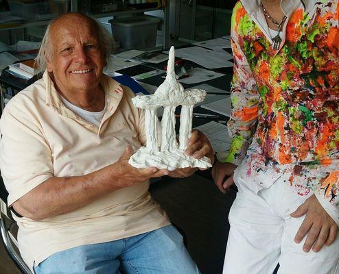 Hermann Noack mit Skulptur -berlinWunderlich- Andenken