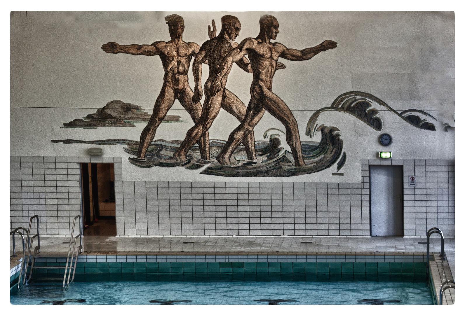 Heroisches Schwimmbad