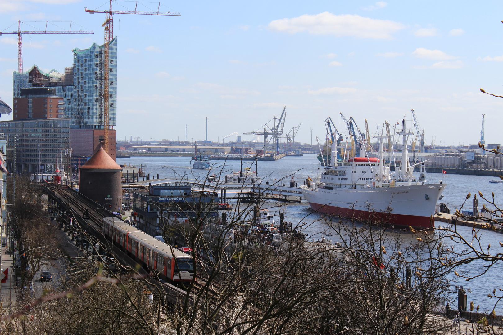 Herrlicher Ausblick auf den Hamburger Hafen