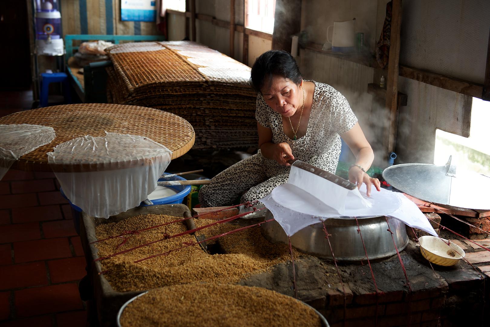 Herstellung von Reispapier in der Nähe von Saigon, Vietnam