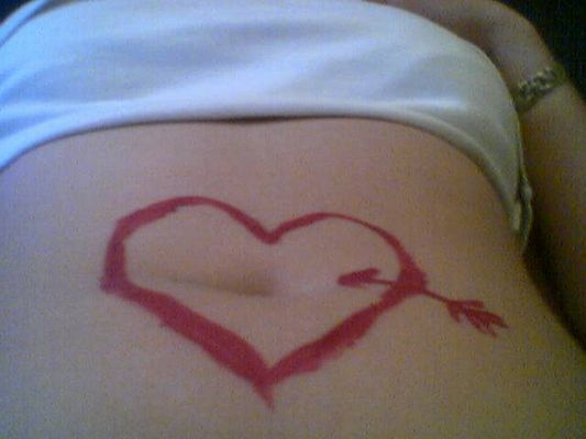 Herz auf dem Bauch