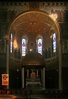Herz-Jesu-Kirche: Hochaltar und Chorapsis