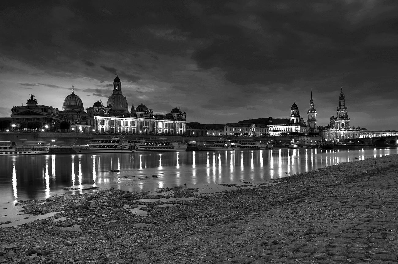 *** Heute Abend in Dresden S/W ***