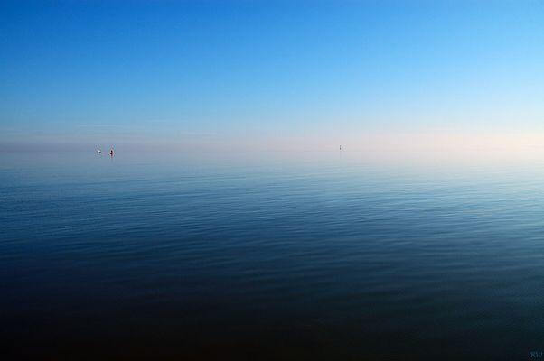 ...heute ruhige See und leichter Nebel...