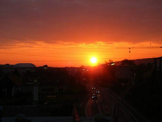 heute zeigt sich die Sonne mal in Rot