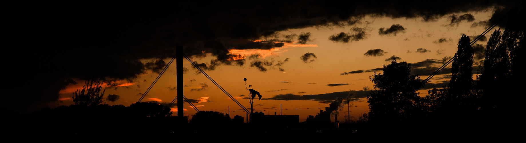 Hexenkunst im Sonnenuntergang