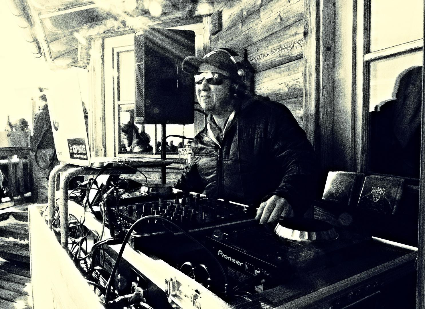 Hey Mr. DJ!