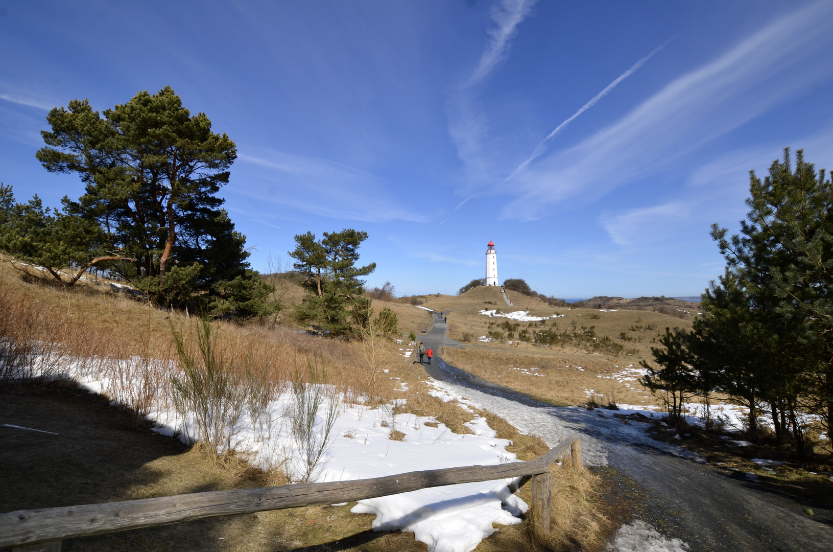 Hiddensee im April Leuchtturm Dornbusch