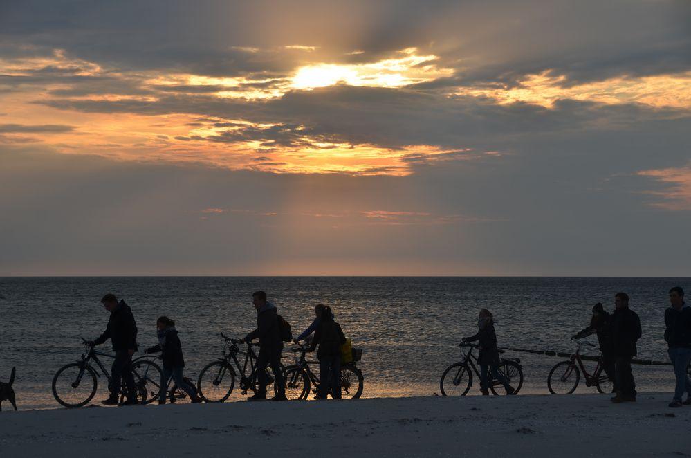 Hiddensee'er Jugend am Strand