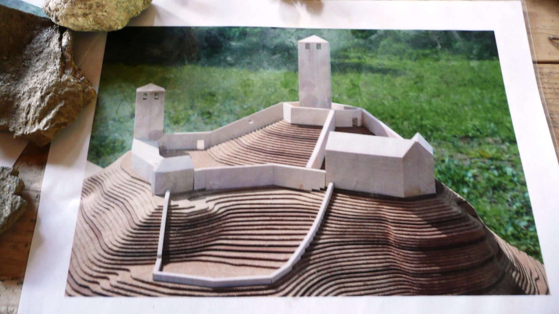 Hier wird eine neue Burg gebaut mit mittelalterlichen Methoden