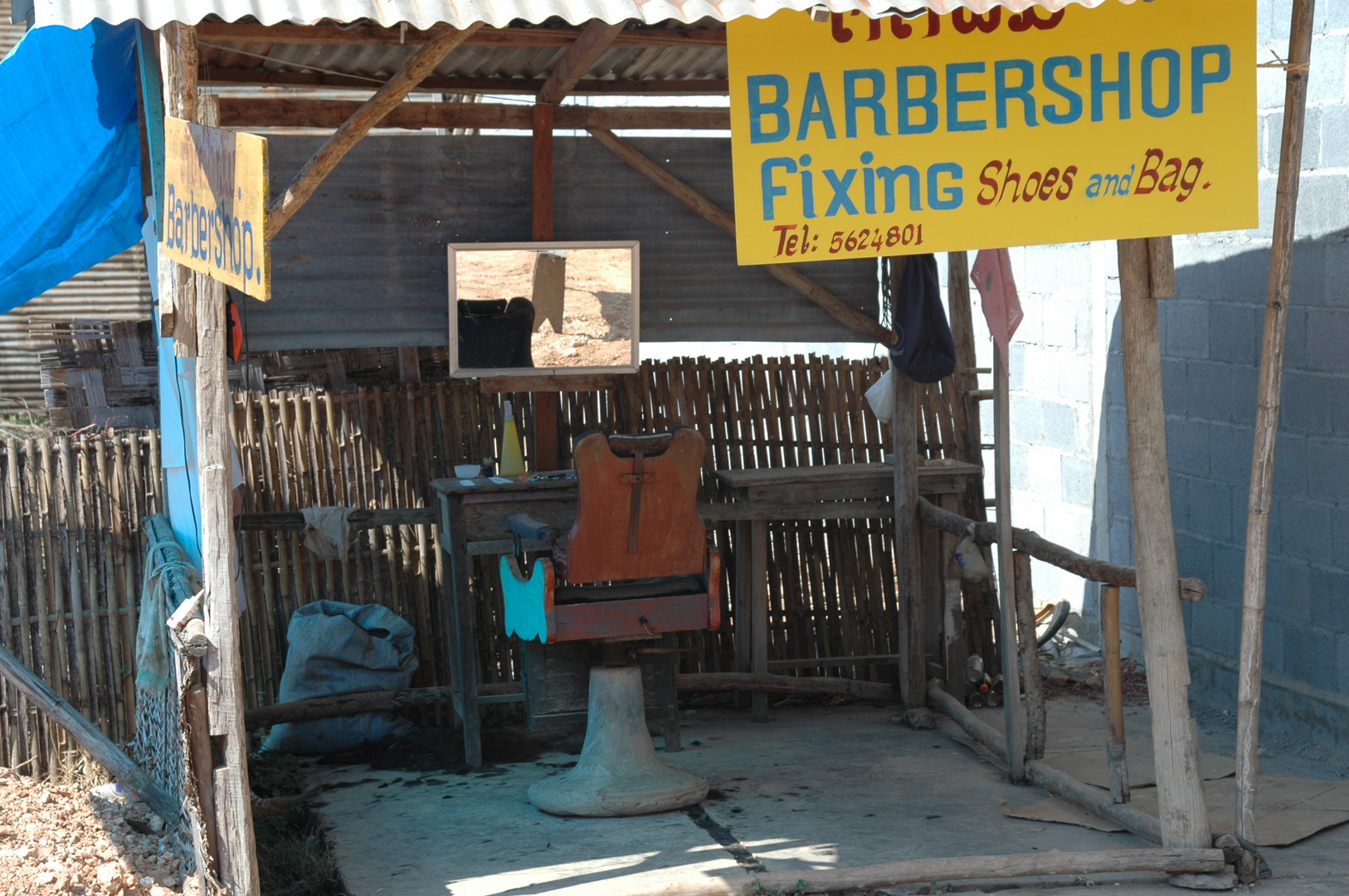 Hier wird man rasiert.....