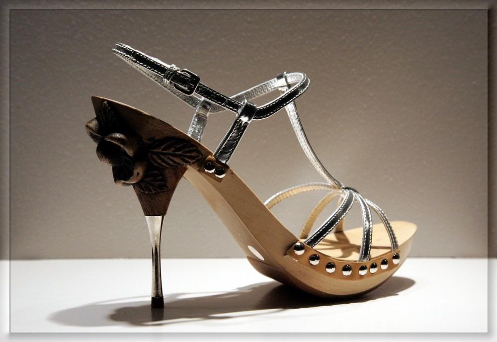 *high heel*