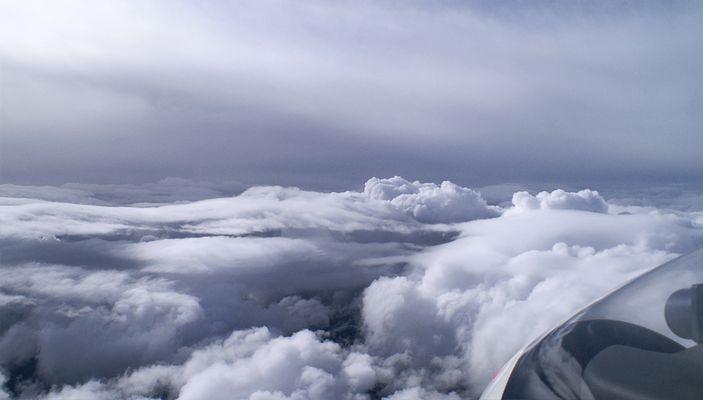 High über den Wolken