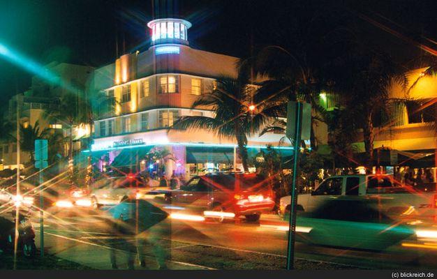 Highlife in den Straßencafes am Ocean Drive