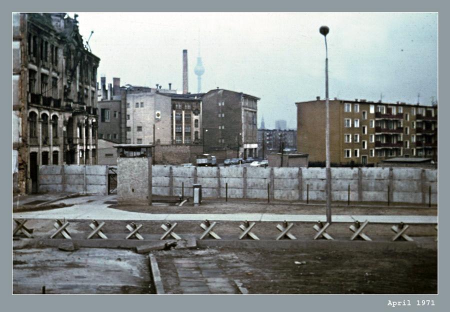 hilfe berlin west 1971 wie heisst die strasse wo das aufgenommen wurde foto bild reportage. Black Bedroom Furniture Sets. Home Design Ideas