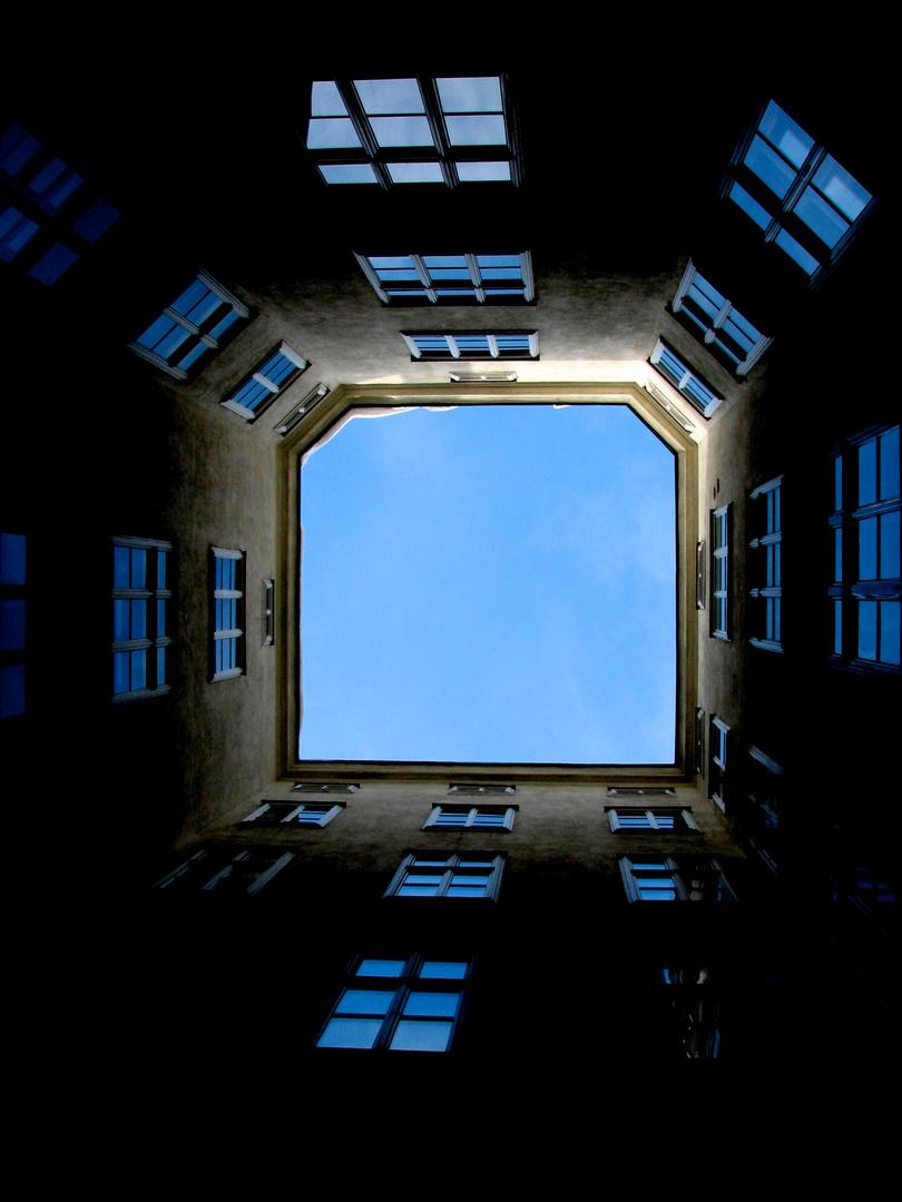Himmel über dem Gemeindebau