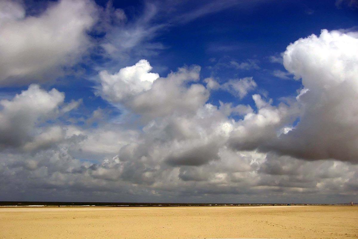 Himmel, Wolken und Strand