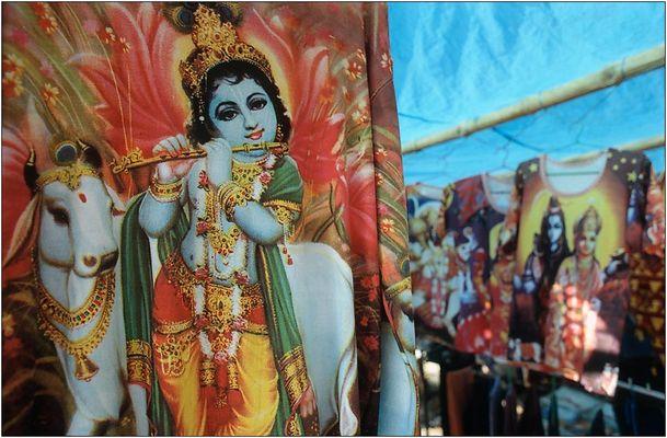 Himmlische Farben, ein Flöte spielender Gott und eine nackte Frau...