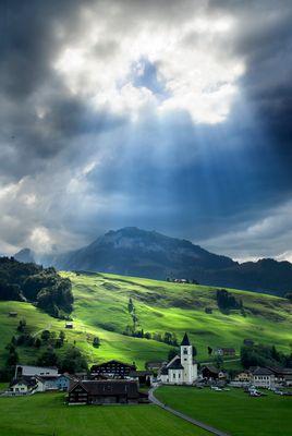 Himmlisches Licht in den Bergen