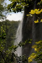 hinabstürzender Wasserfall