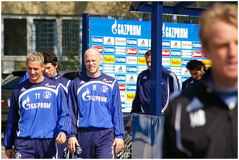 Hinter dem Rücken des Trainers