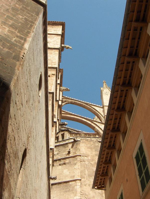 Hinter der Kathedrale in Palma de Mallorca