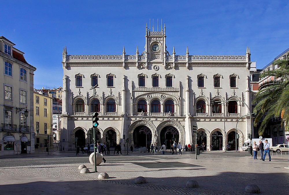 Hinter dieser großartigen Fassade verbirgt sich der Bahnhof Rossio.