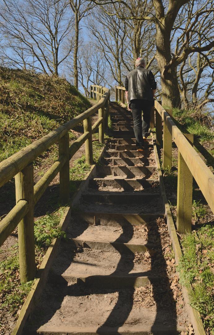 Hinter Dir geht´s abwärts und vor Dir steil bergauf