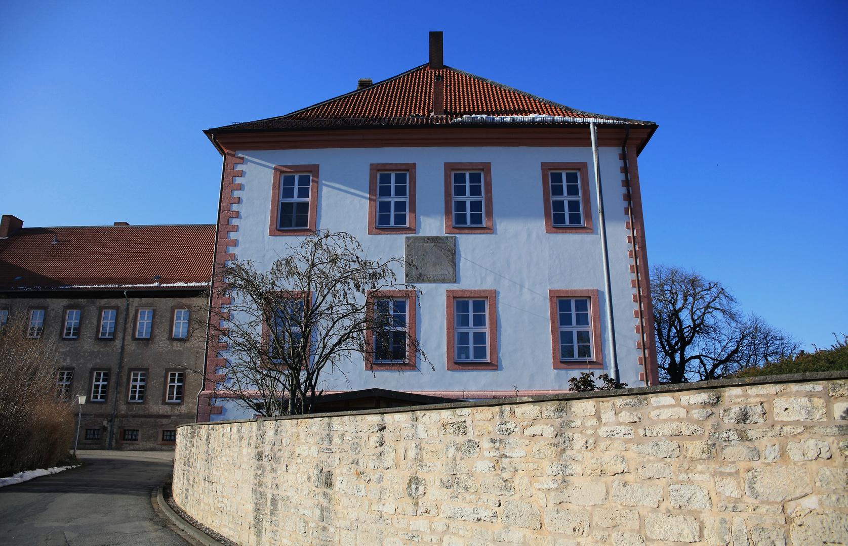 Hinter Klostermauern .....