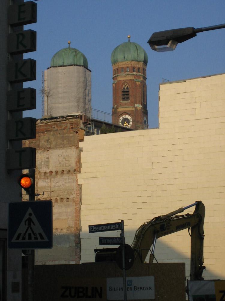 hinter Münchner Fassaden