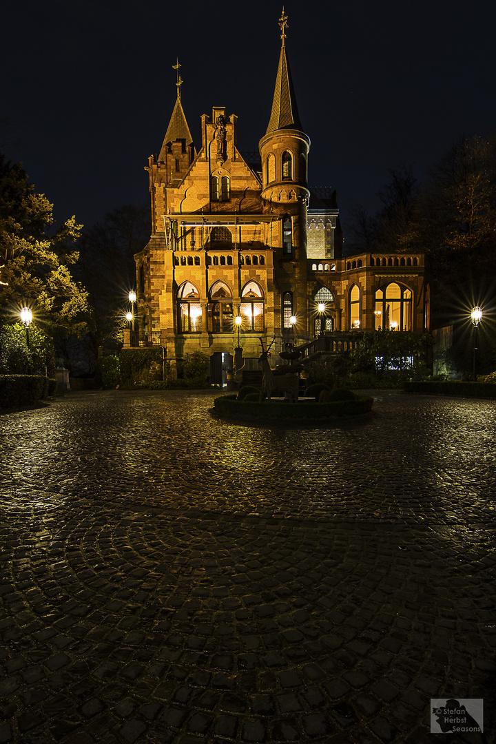 Hirschburg bei Nacht
