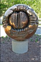 Hirshhorn Museum Washington Sculpture Garden - Plastic von Pomodoro