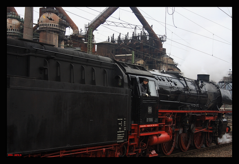 historische Dampflok am Völklinger Bahnhof...