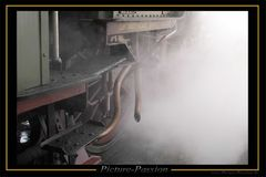 Historische Dampflok beim Anfahen