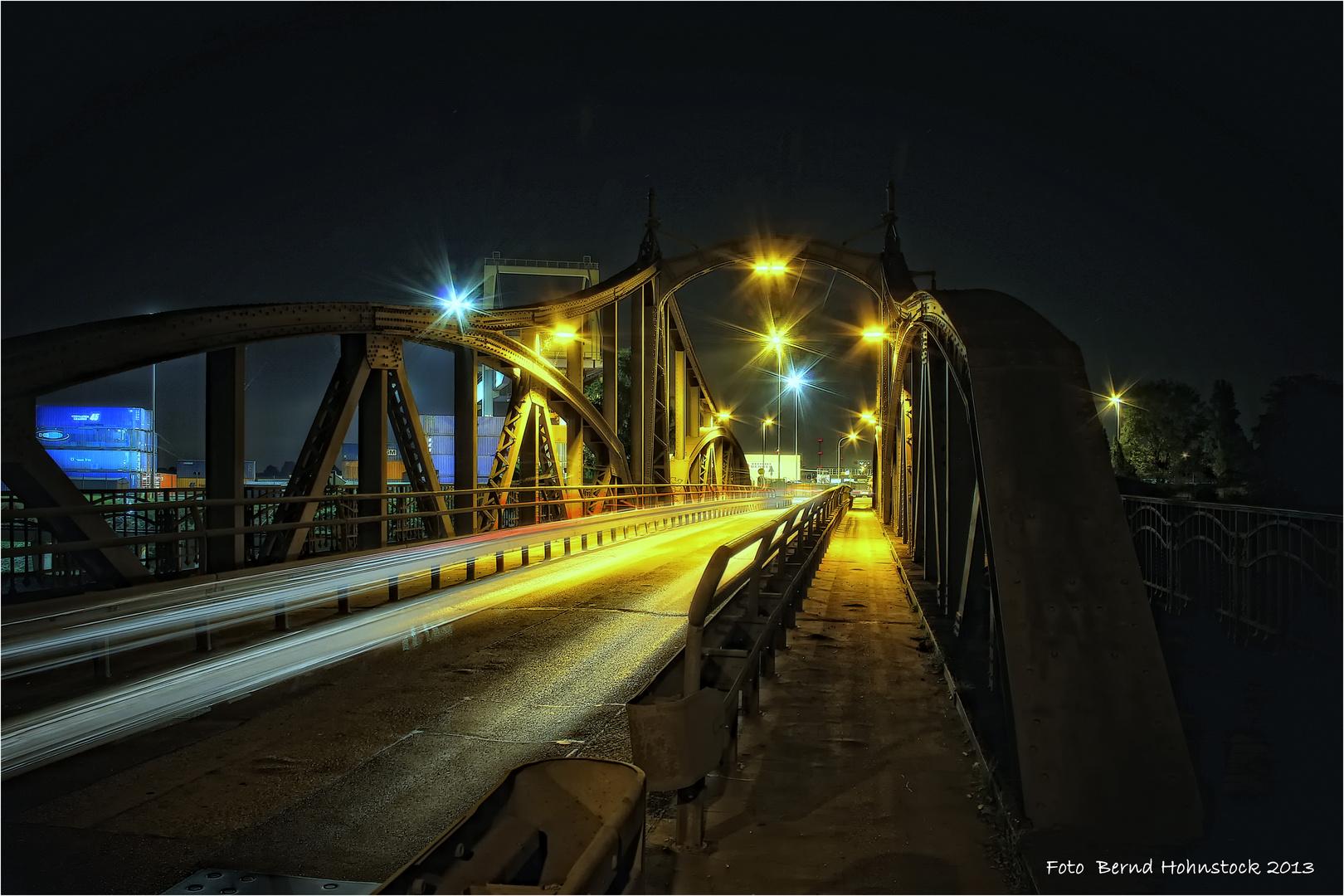 historische Drehbrücke in Krefeld-Linn . .....