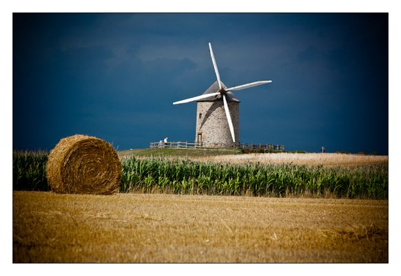 Historische Windmühle in der Normandie