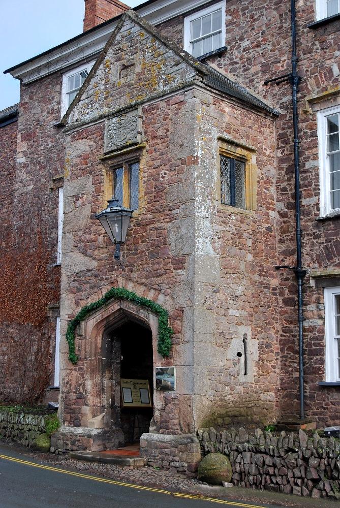 Historischer Hoteleingang - The Luttrell Arms